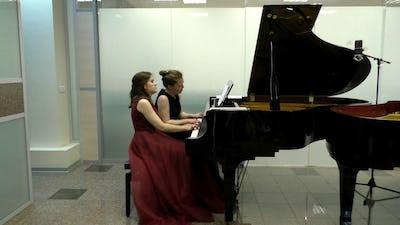 Duo Ksenia & Olga Kemova, piano