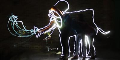 Kids workshop: sticker art & light graffiti