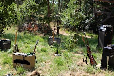 Duo pour 5 guitares et 5 amplis