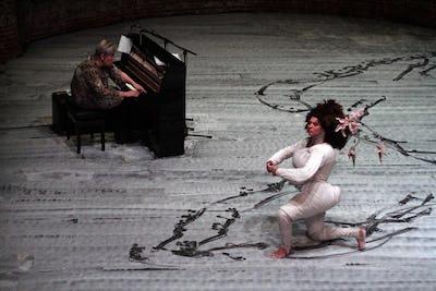 Performance Ayelen Parolin & Lea Petra