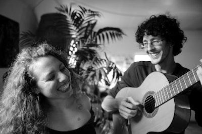 Alô Alô Duo (Brésil) joue Paulinho Da Viola Part 2 !!!