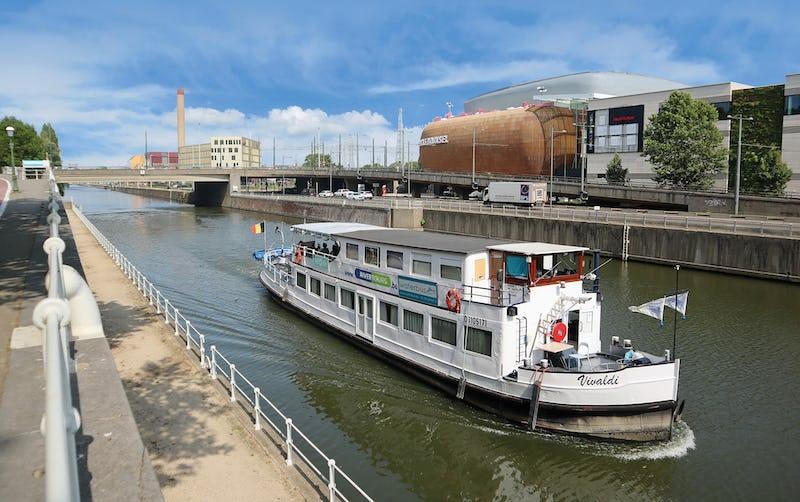 Rejoignez votre destination en toute sécurité avec le Waterbus ! Brussels by Water