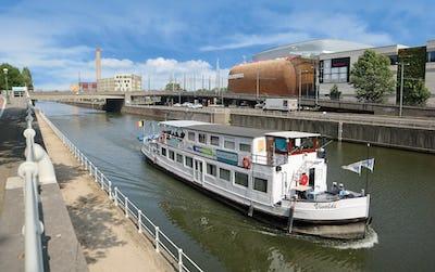 Rejoignez votre destination en toute sécurité avec le Waterbus !