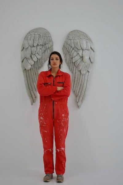 Rachel LABASTIE, Portrait aux ailes, 2019, Rachel Labastie et Ailes, céramique 2008 - 120 X 50 cm (2 fois) Photo: Nicolas Delprat ©ADAGP Rachel Labastie