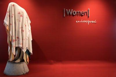 Women . Underexposed