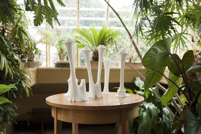 L'Invitation de Victor H. Hélène Rivière Jardin d'hiver Porcelaine. Cuisson 1280° © Photo Arthur Ancion @heleneceramique